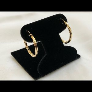 Jewelry - 18k Saudi Gold Hoop Earring